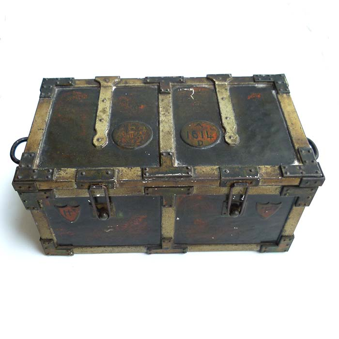 Huntley & Palmer Biscuits, Iron Chest, Blechdose